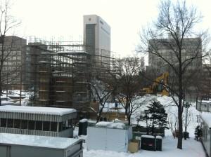 札幌雪祭り 1月11日 大雪像 さらに雪運んできました。